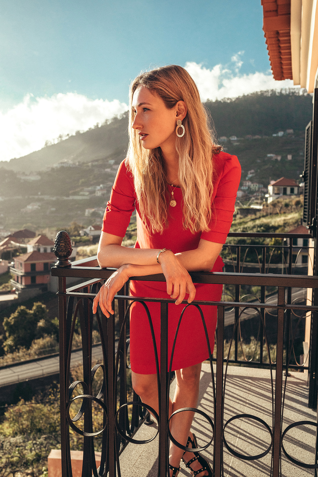 red dress fashion blogger